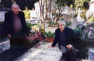 Manel Aisa con Abel Paz en Roma visitando la tumba de Malatesta 2007