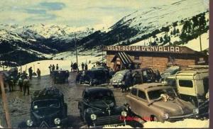 Andorra Refugi d'Envalira Centree d'esports d'hivern. Fotografía A Campaná  J Puig Ferrán  distribuidor exclusivo Roger Jover Les Escales. Escrita al dorso y fechada el 6-3-1961 sellos 70 cts. A color 10 €