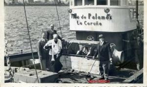 La Coruña (Barco Villa de Palamós) ed. Foto Blanco Coruña con ventanilla capellán bendiciendo? Fotográfica algunas rascadas años 40 o 50?  14 €