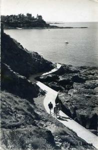 Dinard (La Bretaña France) nº 9008 Promedade à la Pointe du Moulinet Editions  Glatigny  timbrada en 1959 blanco y negro fotográfica  7 €