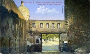 Morella Puerto de la Plaza de los Estudios, Vista por la parte interior. Edición Romau Beltrán s/f  años 30 color cantos algo rodados, 20 €
