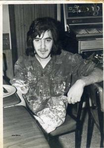 Manel Aisa 1972 al barri de Llefia Badalona trewballant de pintor