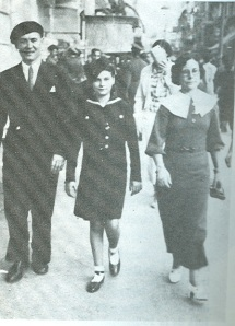 Paulino Díez con Aurea Cuadrado de Mujeres libres y su hija en Panamá.