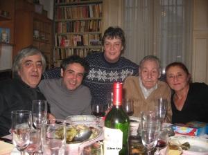 A casas al Poble Sec un dinar de Nadal de 2006 Manel Aisa Mariano Maturana Olga Fernández, Diego Camacho i Valeri Powles