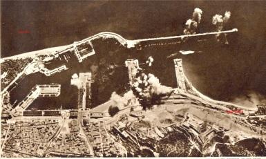 1 laq aviación italiana bombardeando el puerto de Barcelona 1938