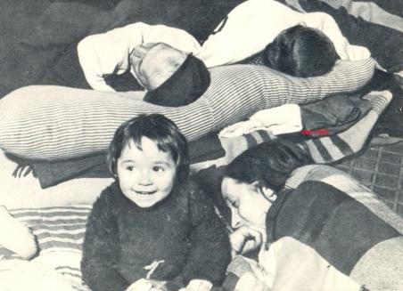 1 niños en el metro de madrid abril 1938