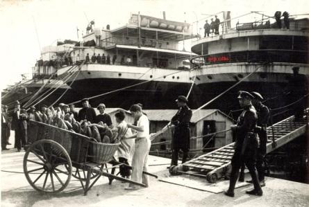 336 - Llegada de carros con pan anys 30