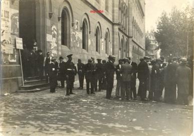 346 - Las selecciones de diputados para el nuevo Parlamento de Cataluña Plaça Universitat