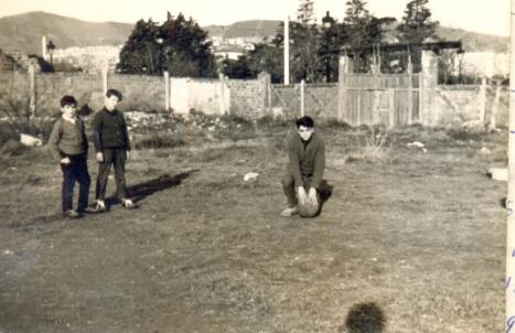 Jo Manel Aisa el meu Cosi Fernando i el Titos a un solar al costat del camp del Remei a la Diagonal
